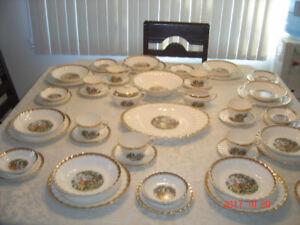 set de vaisselles anciens , antiques
