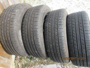 4 pneus d'été sur jantes 15po Michelin  195/65R15