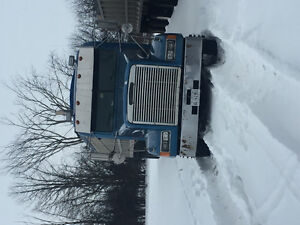 Truck and 4 axle enddump