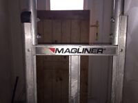 MAGLINER COURIER TRUCK