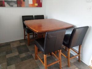 Table et 6 chaises style bistro, prix négociable