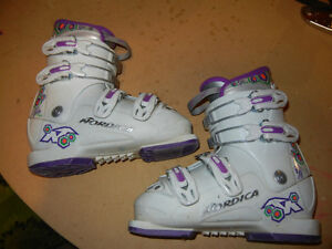 Size 21.5 (size 2) Girl's ski boots.