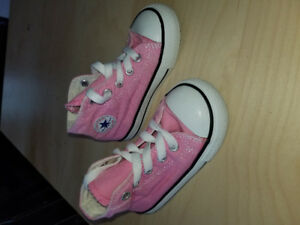 Toddler size 6 Converse