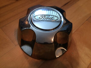 Center cap - Ford Explorer, Ford Ranger  - bolt pattern  5 x 114