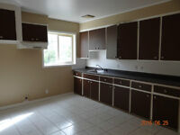 Grand 7 1/2 Luxo, Vrai Bois, 2 toilletes St.Georges Longueuil