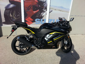 Kawasaki Ninja 250r Special edition LOW MILEAGE first owner Kitchener / Waterloo Kitchener Area image 2