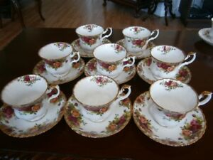 EIGHT ROYAL ALBERT OLD COUNTRY ROSES CUP AND SAUCER SETS