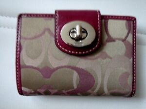 WOMEN'S WALLET AND HANDBAG COACH GUES