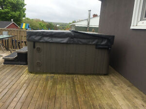 Hydropool serenity hot tub model 5000, 5years old