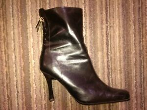 5 pairs-Womens- healed boots- all new condition-gently used Windsor Region Ontario image 4