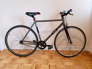 2012 Raleigh Back Alley Fixed Gear // Fixie Bike