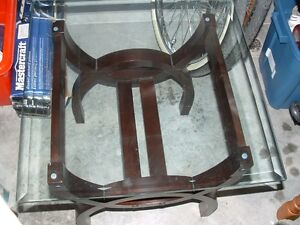 End table with plate glass top Belleville Belleville Area image 1