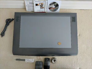 Wacom Intuos3 12X19 Pen Tablet with extra Lens Mouse