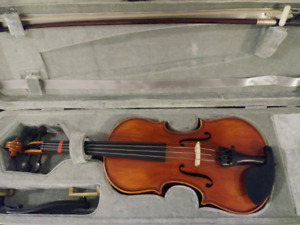 1/4 Size Violin. Very good condition. With bow, rosin, s rest.