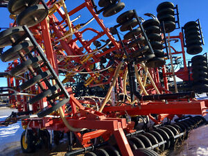 2004 BOURGAULT 5710. Low acres. Rubber press
