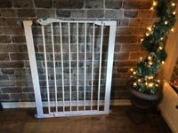 4FT TALL PET/CHILD SAFETY GATE. £20