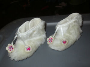 Size 6-12 fluffy boots $2