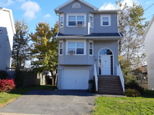 4 bed, 2.5 bath pet friendly furnished family home in Timberlea