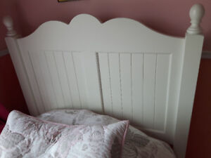 Solid wood white bed from Clement