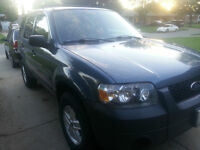 05 FORD ESCAPE SAME AS MAZDA TRIBUTE IN VGC 168000 km