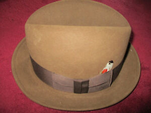 Mens Fedora hat size 7 1/8  Dobbs FIFTH AVENUE New York