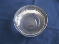 Large round glass ashtray from Bowrings / Cendrier rond