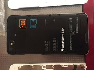 Blackberry z30 parts phone, and new screen! London Ontario image 7