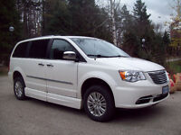 2013 Chrysler Town & Country Limited, Wheelchair acessable