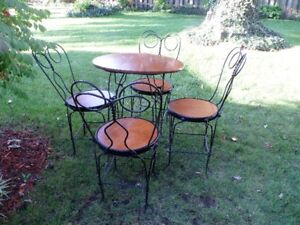 metal/wooden bistro table & chair set