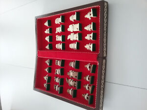 VINTAGE CHESS SET WITH HAND CARVED PIECES