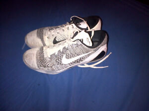 Nike Mens Basketball shoes size 17