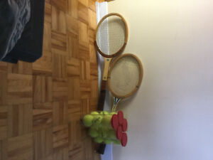 TENNIS / HOCKEY/ BATON DE MARCHE