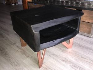 Table d'appoint en bois d'acacia noir