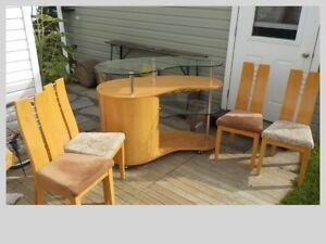 table de cuisisne  4 chaises et un buffet