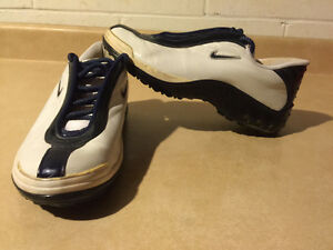 Kids Nike Running Shoes Size 7