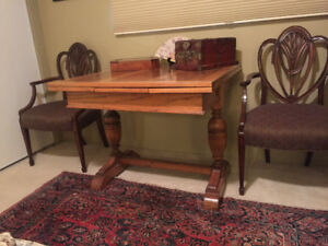 Antique Oak Table with 2 leaves