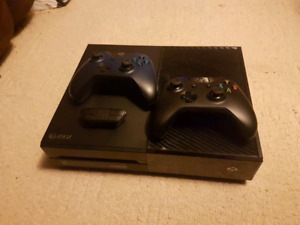 Xbox One w/ 2 controllers + games!