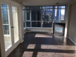 Bright spacious 1BD+Den in Coal Harbor at Classico Bldg