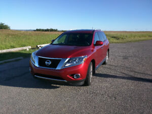 2016 Nissan Pathfinder Platinum- low kms
