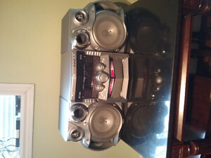 Jvc mp3/cd/r rw and records 360 watts max
