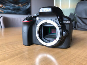 Nikon D5300 Near New with 2 Lenses, SD card and case
