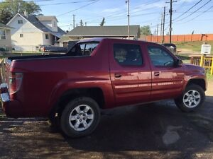 2006 Honda Ridgeline Truck AWD (Excellent and Very Clean)