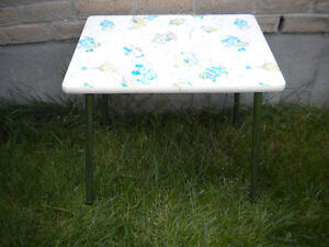 VINTAGE CHILD-SIZE ARBORITE & CHROME TABLE