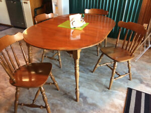 Roxton kitchen table with 4 chairs