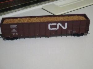 HO scale CN wood chip car for electric model trains