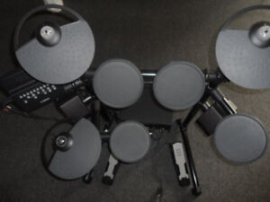 Electric Yamaha DTX-450 Drums with Yamaha 65W sound system