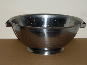 "14"" Stainless Steel Colander/Strainer :Stand:Excellent Condition Cambridge Kitchener Area image 1"