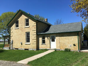 COUNTRY HOME FOR RENT WEST OF STRATHROY