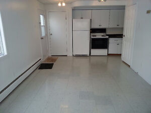 Clean, bright, quiet, 2 bedroom