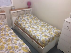 TWIN SIZE BED WITH 3 DRAWERS - GOOD CONDITION!!